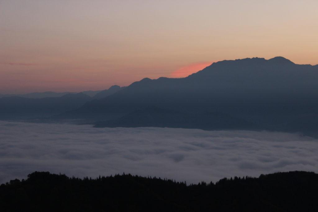 八海山と雲海