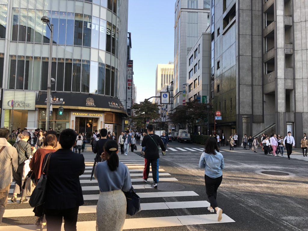 Apple store銀座へ徒歩
