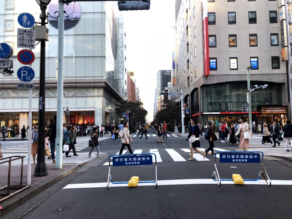 Apple store【銀座】交差点