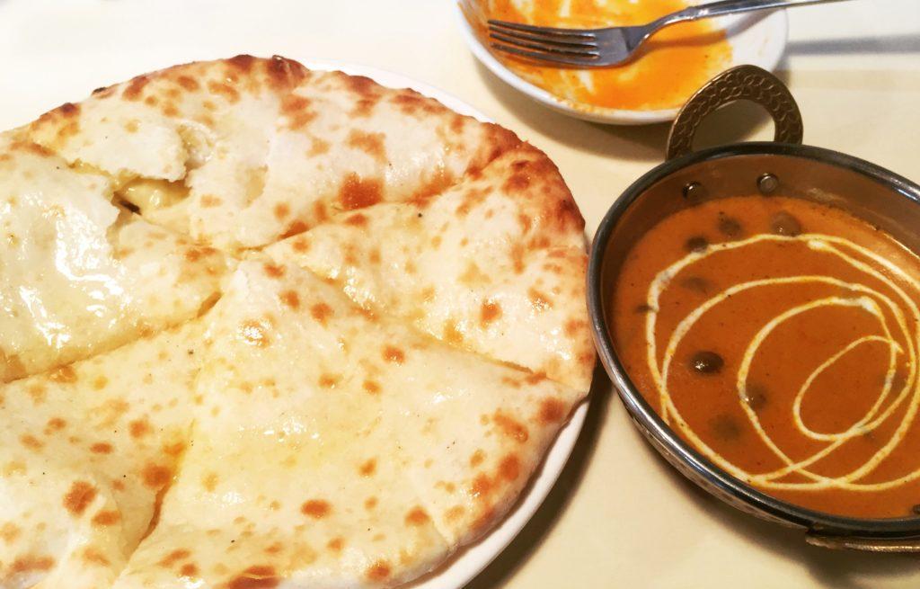 本場インド料理ナンハウスのカレーとナン