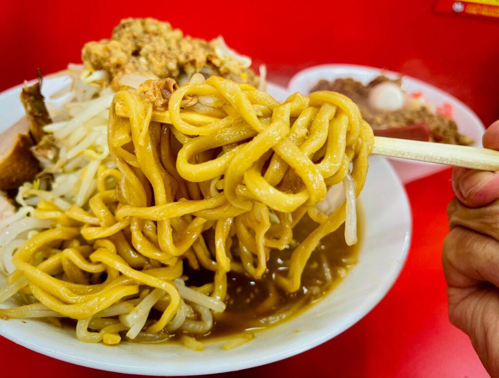 立川マシマシ 麺